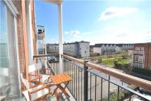 2 bedroom Flat to rent in Canalside, REDHILL, RH1