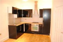 Flat to rent in Knollys Road, LONDON...