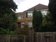 3 bed Flat in Rectory Gardens...