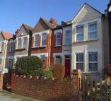 Ground Flat to rent in Ravenscroft Road...