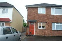 Maisonette to rent in Hilldale Road, SUTTON...