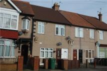 2 bed Maisonette in B New Road, MITCHAM...