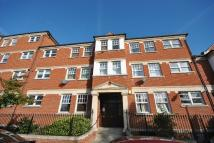 2 bedroom Flat to rent in Bromley Road London SE6