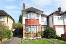 3 bed Detached home in Cambridge Drive London...
