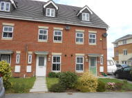 Town House to rent in Stoney Croft, Hoyland...