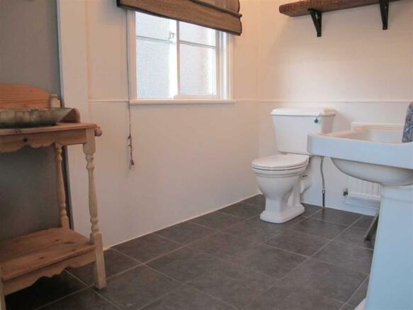 Bathroom (L-shaped)