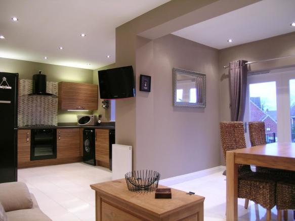 2 bedroom semi detached bungalow for sale in beechwood for Kitchen ideas 3 bed semi