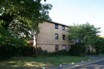 Flat to rent in Oakley Court, Royston