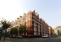 4 bedroom Flat in Hyde Park Mansions