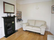 2 bed house in Station Road, Wimbledon...