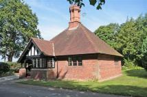 2 bed Detached Bungalow in Hadlow Road, Willaston