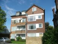 Flat to rent in Bromley Road, Beckenham...