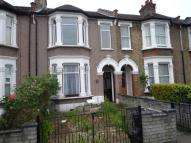3 bedroom Flat in AUCKLAND ROAD, Ilford...