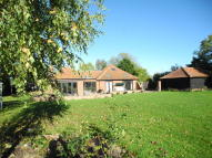 4 bed Detached Bungalow in Ringsfield Road...