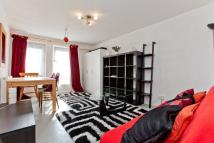 Flat to rent in Penton Street, Islington...