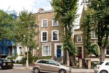 2 bed property in Northchurch Road...