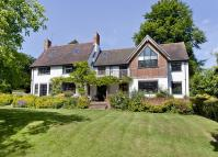 5 bed Detached property in Vicarage Hill...