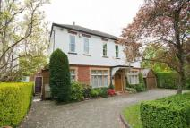 5 bed Detached home in Royston Park Road...