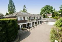5 bedroom Detached house for sale in Seymour Close...
