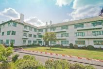 3 bedroom Flat for sale in Elm Park Court...
