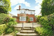 5 bed Detached house in Woodhall Avenue, Pinner...
