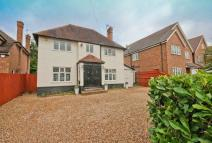 4 bed Detached house in St. Catherines Road...