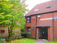 Flat to rent in Alexander Close, Barnet...