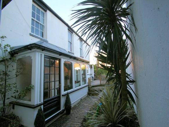 2 bedroom cottage for sale in royal terrace southend on for 1 royal terrace southend on sea
