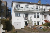 2 bedroom Flat for sale in Devereux Road...