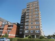 2 bedroom Flat in Westcliff Parade...