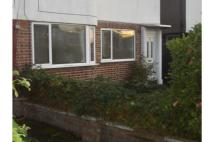 2 bed Maisonette to rent in Taunton Way, Stanmore