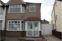 3 bedroom semi detached property to rent in 7 Rosclare Drive...