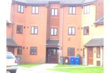 2 bed Ground Flat in 3 Fawn Close...