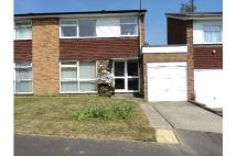 semi detached house to rent in Barnmead, Haywards Heath...