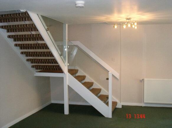 stair to bedrms/bthr