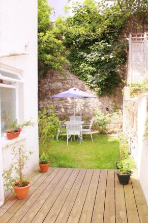 Garden patio image1