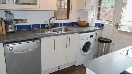 60 Mosse Gardens - kitchen 1.jpg