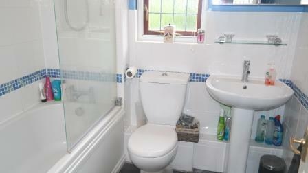 60 Mosse Gardens - bathroom.jpg