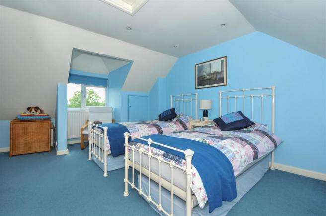 20 Penwarden Way - Bed 2.jpg