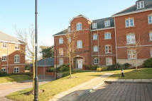 2 bedroom Flat to rent in Hillcroft Close...