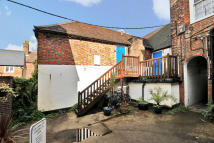 1 bedroom Flat in High Street, Lymington