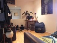 Apartment to rent in Cooks Road, Kennington...