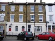 Flat to rent in Median Road, Clapton...