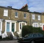 Flat to rent in Middleton Road, Hackney...