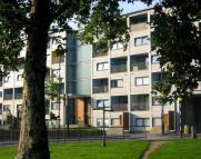 Flat to rent in Raines Court...