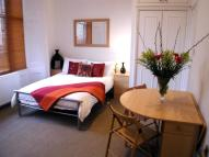 Studio flat to rent in Kensington Gardens...
