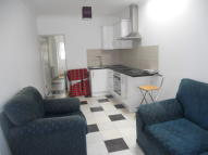 1 bedroom Flat to rent in Cedar Avenue, Enfield...