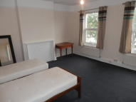 Maisonette to rent in High Road, London, N2