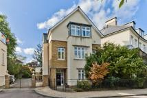 Town House in Melliss Avenue, Kew, TW9