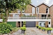 4 bed Town House in The Avenue, Kew, TW9